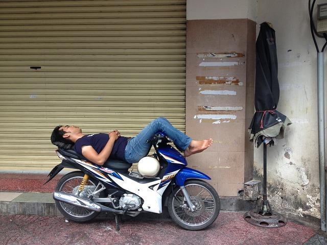 spánek na motorce