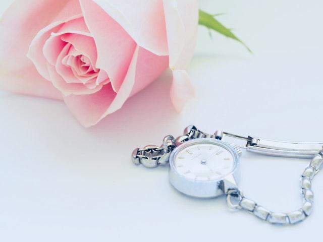 hodinky s ružou.jpg