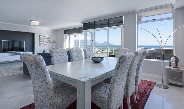 Interiér, jedáleň, okná