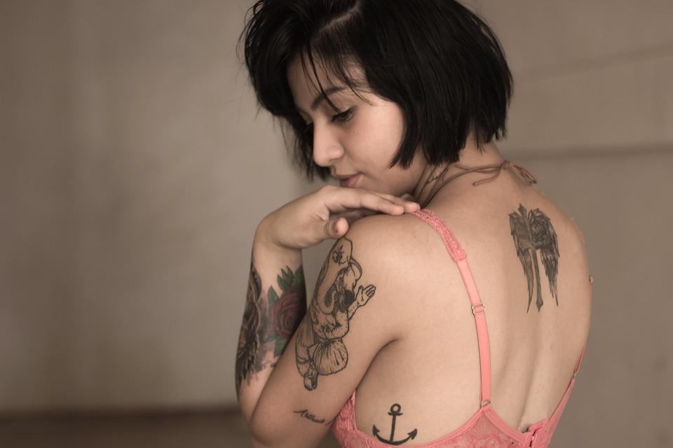 modelka, tetovanie